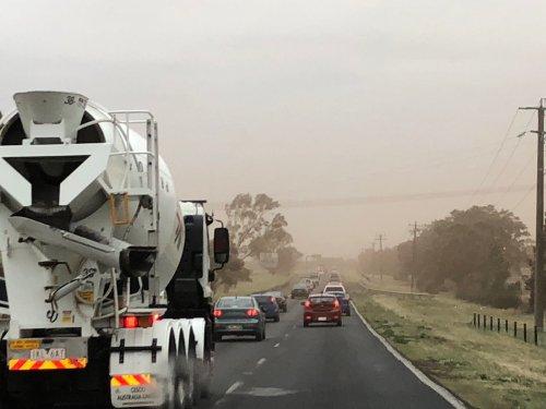 Dust_storm_Australia_Melbourne_181101_01