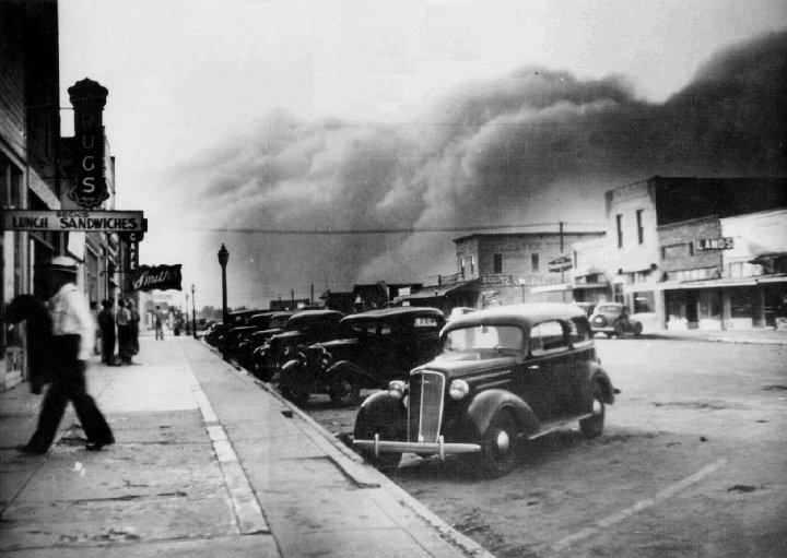 Dust_storm_Kansas_1937