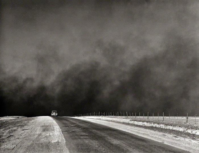 Dust_storm_Texas_Panhandle_1936