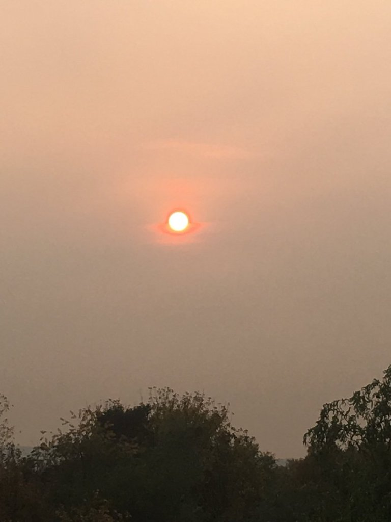 Smog_ueber_dem_Ruhrgebiet_171017_01